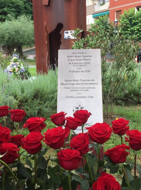 Placa en Memoria de Miguel Ángel Blanco y el peluquero asesinados por ETA