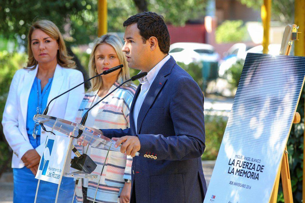 El alcalde de Las Rozas, José de la UZ, durante su discurso