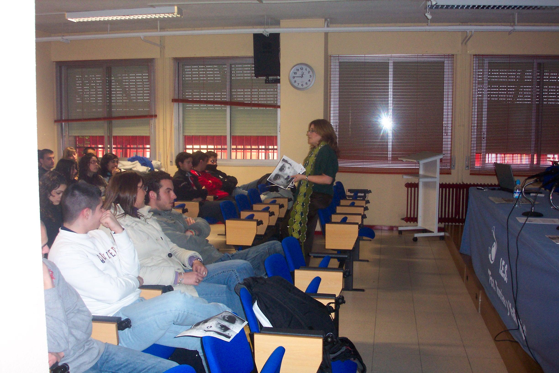 Conferencia de Cristina Cuesta a alumnos del Instituto Tomás y Valiente en 2.009.