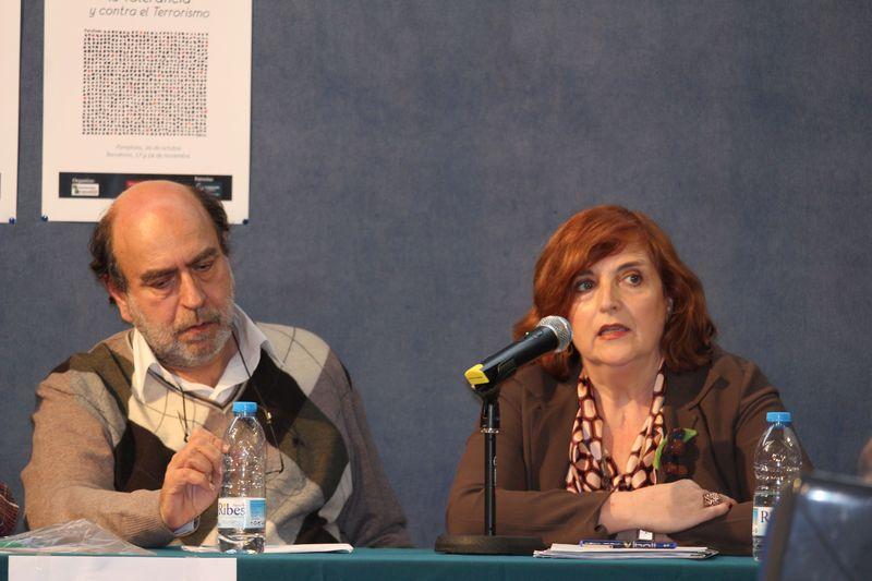Felipe Hernández Cava, guionista, y CRitina Cuesta, directora de la FMAB, durante la presentación.