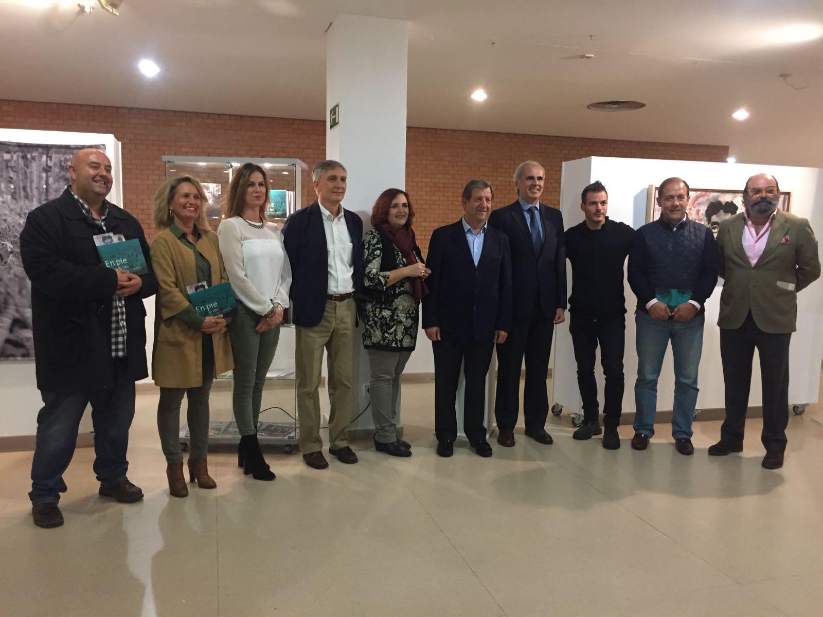 El alcalde de la localidad madrileña, Luis Partida, la directora de la FMAB, Cristina Cuesta, el viceconsejero de Presidencia y Justicia de la Comunidad de Madrid, Enrique Ruiz Escudero y otras autoridades asistentes al acto.