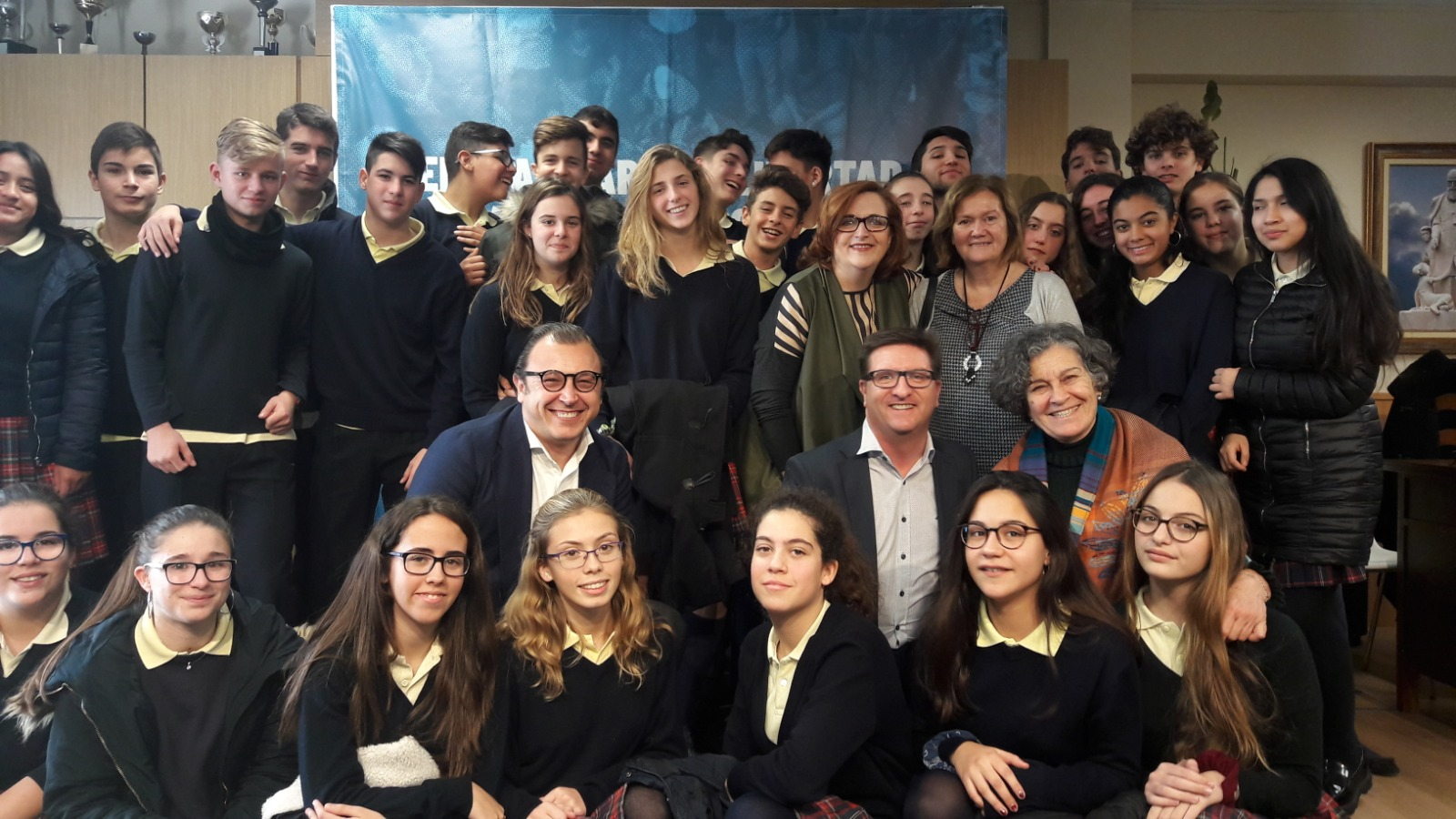Alumnos del colegio Sagrada Familia de Massamagrell (Valencia), durante la conferencia.