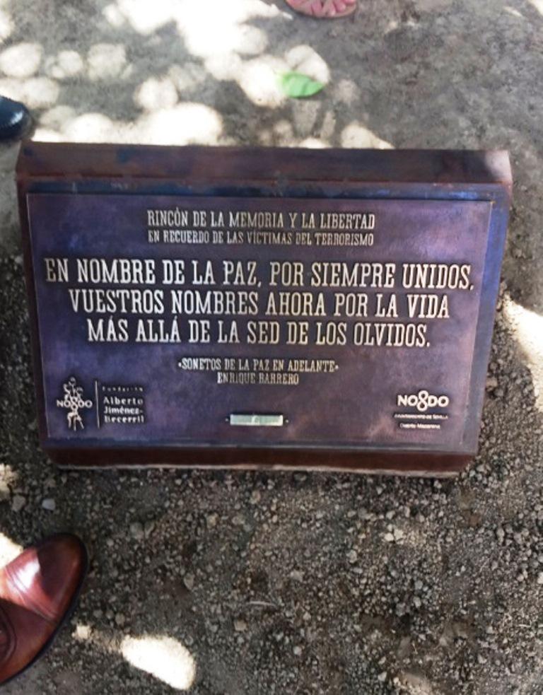 Placa del nuevo Rincón de la Memoria y la Libertad