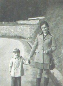 El pequeño Miguel Ángel con su tía Mari Carmen.