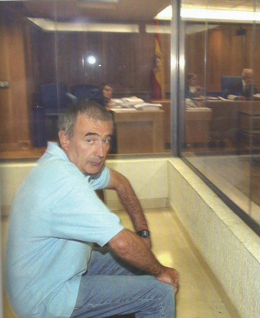 Ibon Muñoa, exconcejal de HB en Éibar, alojó en su vivienda al comando terrorista y pasó información de Blanco, quien trabajaba en una gestoría en esta localidad. En la cárcel, estudió periodismo.