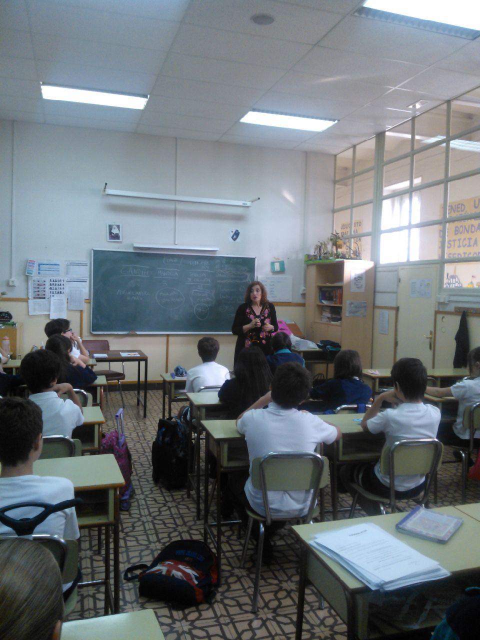Alumnos del colegio Santa Isabel Asunción de Madrid conocieron más de cerca a Miguel Ángel Blanco y a todas las víctimas del terrorismo, gracias a la charla que impartió Cristina Cuesta, directora de la FMAB