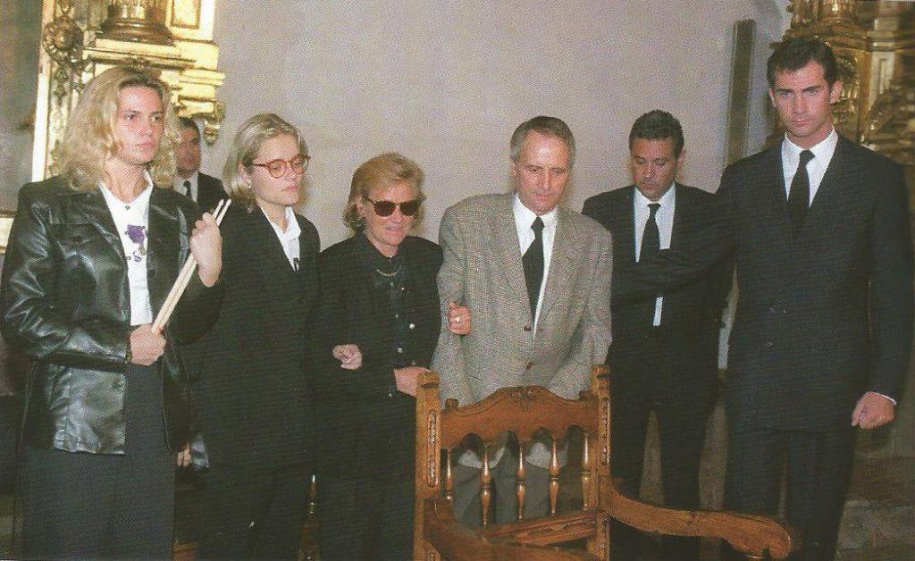 Consuelo (con gafas oscuras), la madre de Miguel Ángel, y Miguel, el padre, acompañados por la hermana y la novia. El príncipe Felipe acudió a Ermua en representación del rey don Juan Carlos.