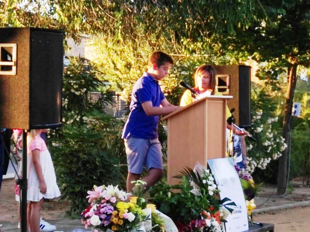 Algunos niños quisieron participar en el homenaje