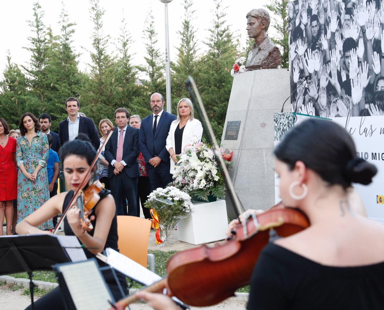 Acto por el XXII Aniversario Miguel Ángel Blanco en los jardines que llevan su nombre en Madrid.
