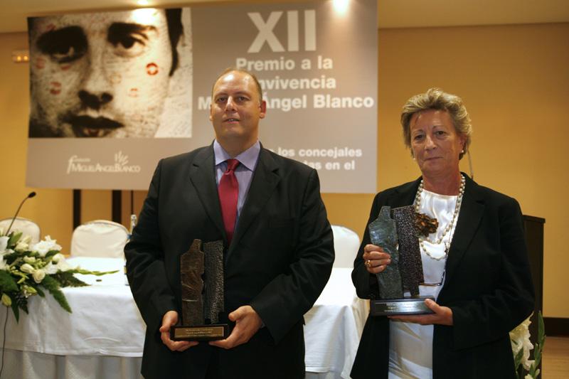 Los premiados: José Ramón Chica y Mari Luz Anglada.