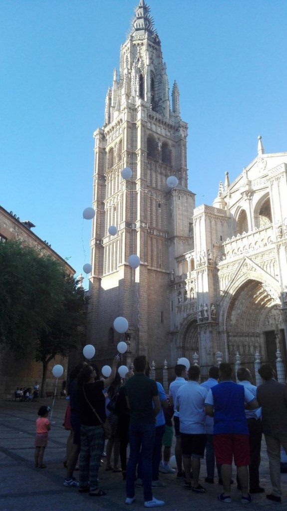 Suelta de globos blanco por la Memoria de las víctimas del terrorismo